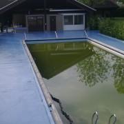 rond een zwembad